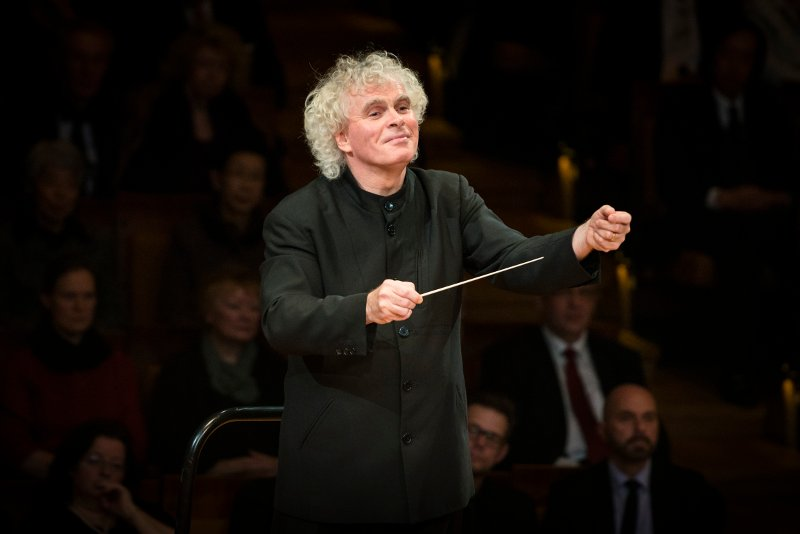 Sir Simon Rattle dirigierend